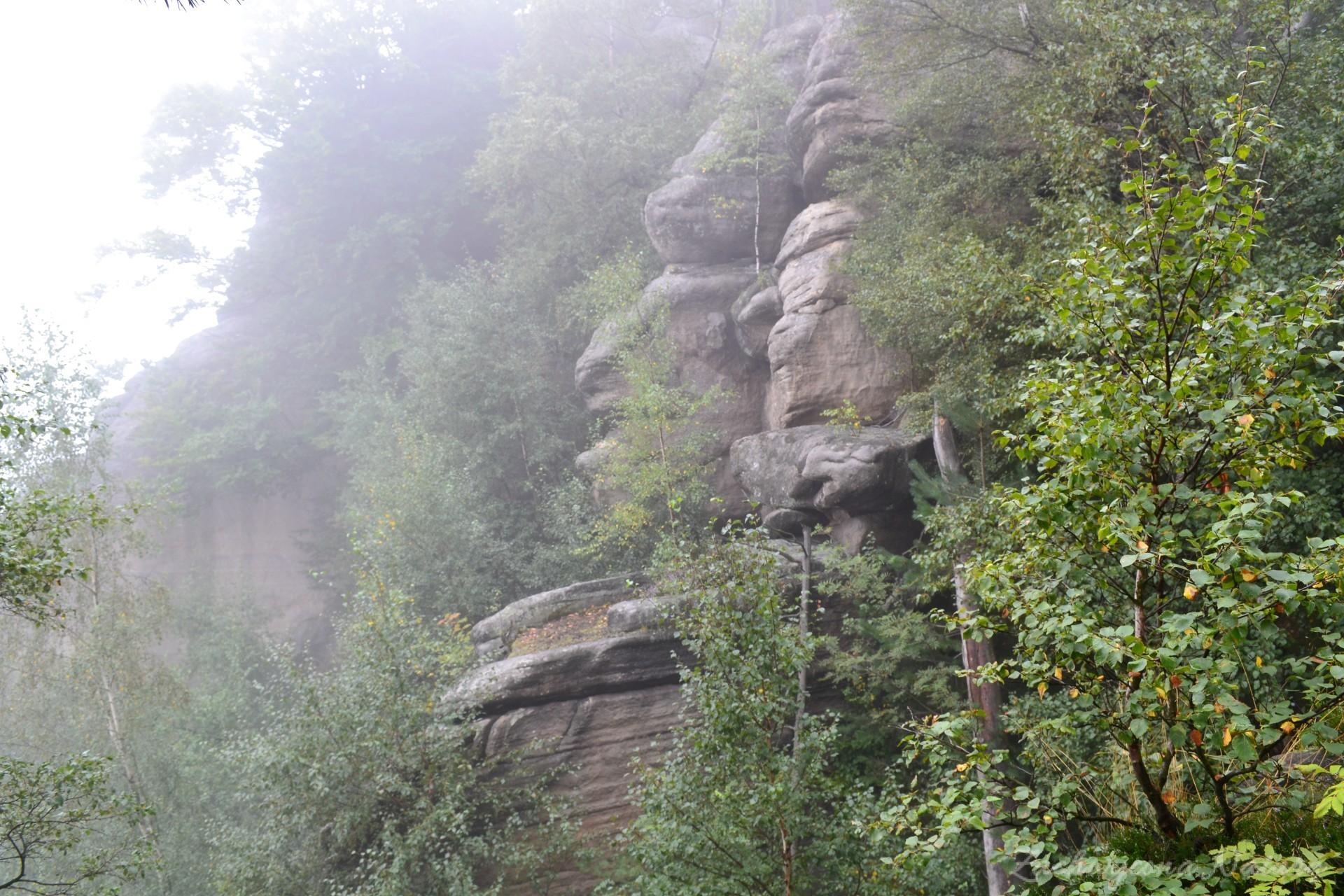 kamienna-brama-i-koruna-w-broumowskich-scianach-17