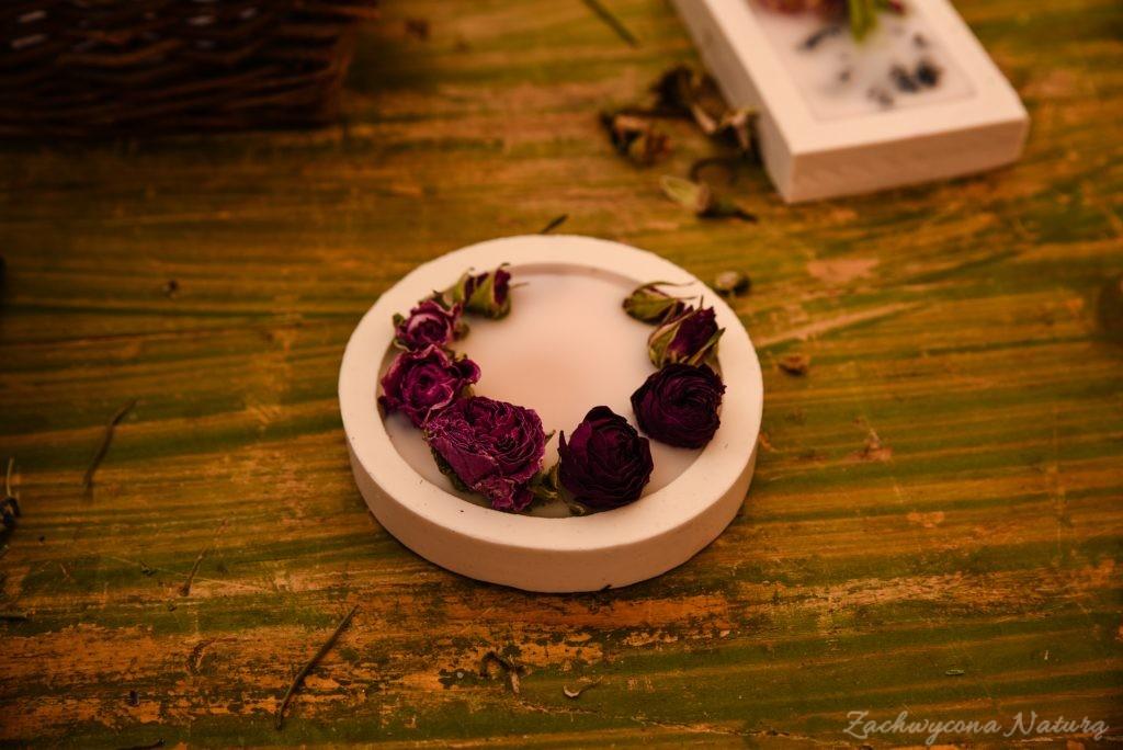 Pachnące tabliczki z pąkami róż i olejkami