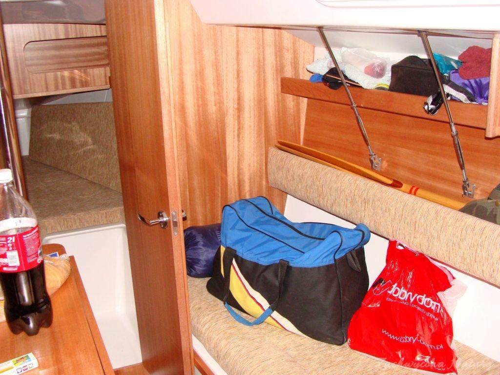Wewnątrz jachtu miejsca mało...