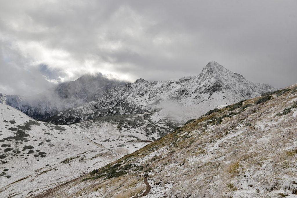W poszukiwaniu jesieni, (a może zimy) w Tatrach Bielskich - tym razem dotarliśmy do Szerokiej Przełęczy (43)