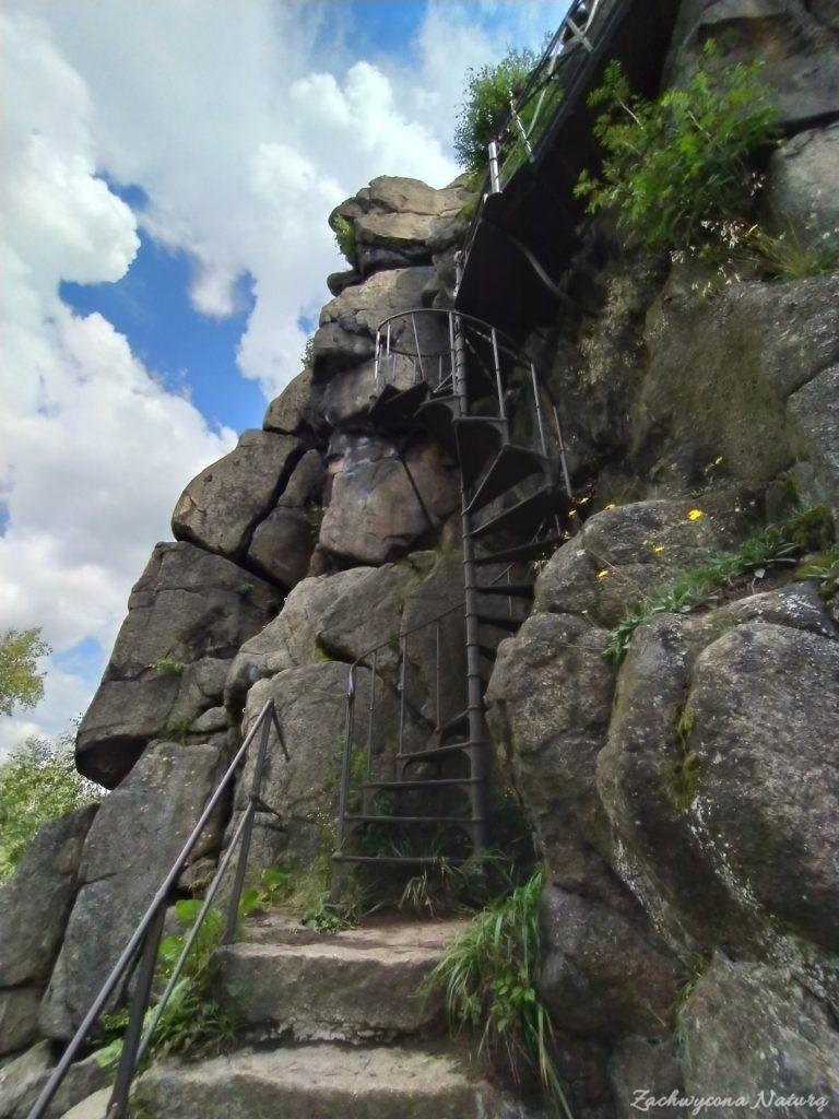 Te schody to trudność dla osób z lękiem przestrzeni.